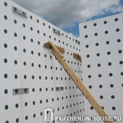 Крепление стеновых панелей несъемной опалубки